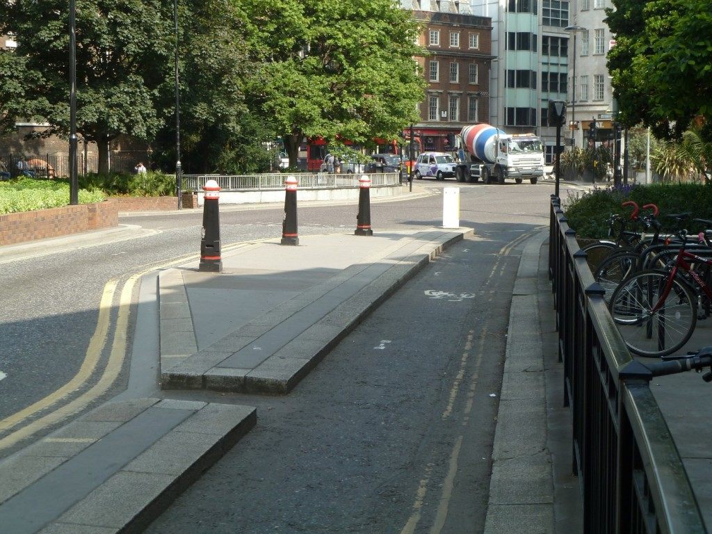 Cycle track on Dukes Place
