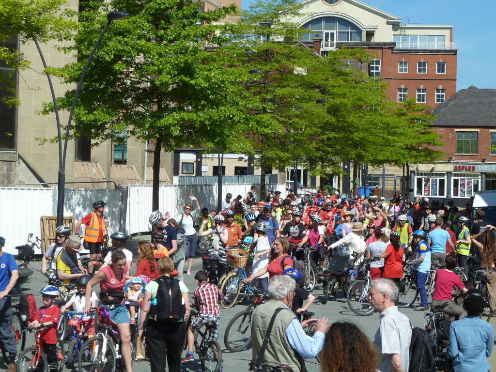 Hundreds of people came to the #space4cycling ride