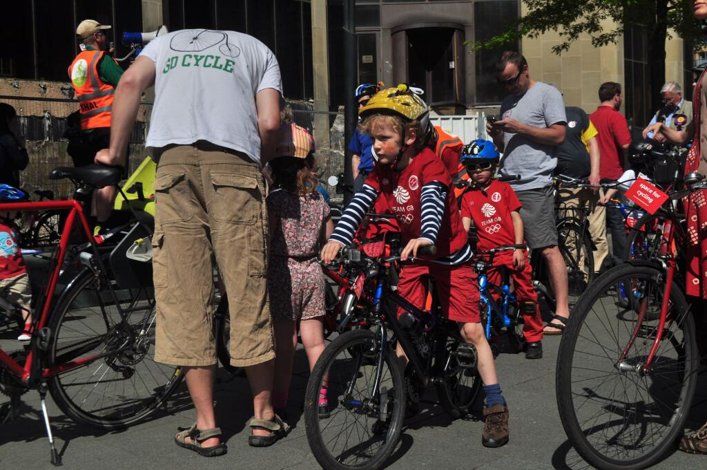 CycleSheffield #space4cycling ride - Photo credit: @geckobike